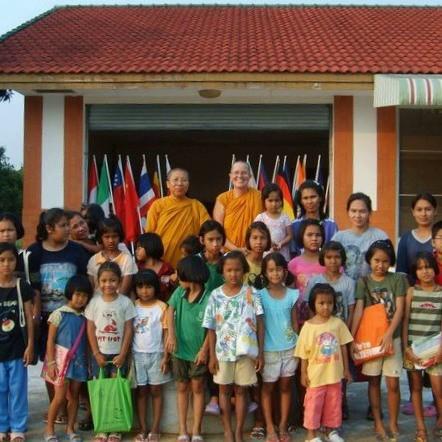 schutz und unterstützung für benachteiligte und missbrauchte kinder buddhirefuge