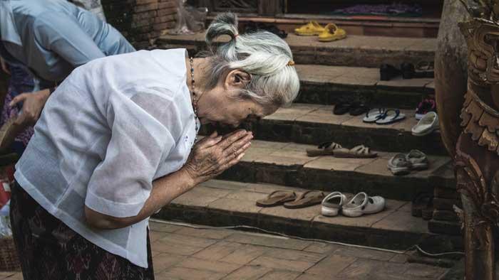 buddhismus-glaube-verbeugung